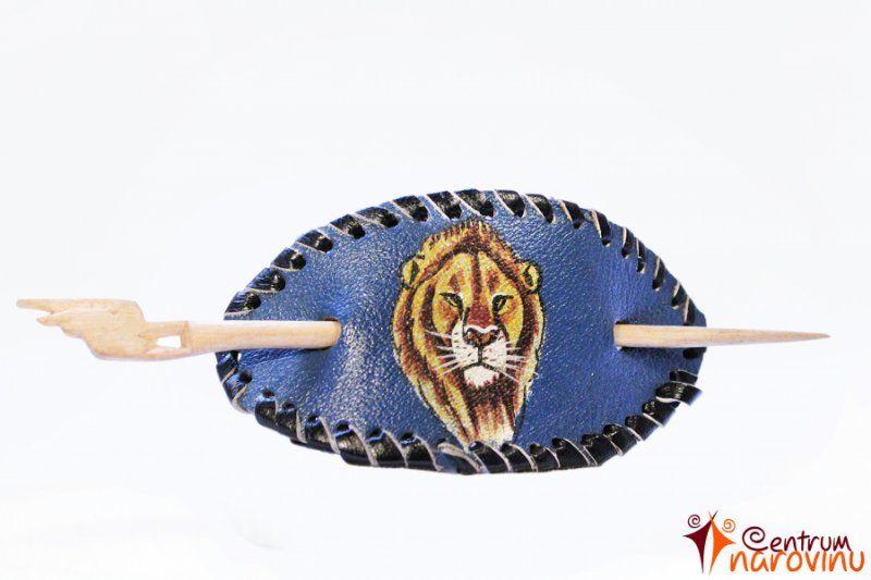 d230195f5f5 Spona do vlasů tmavě modrá s kresbou lva