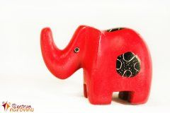 Soška slona červená